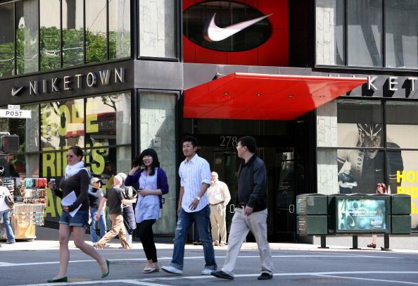 店「Nike To Cut Five Percent of Its Global Workforce」:写真・画像(3)[壁紙.com]