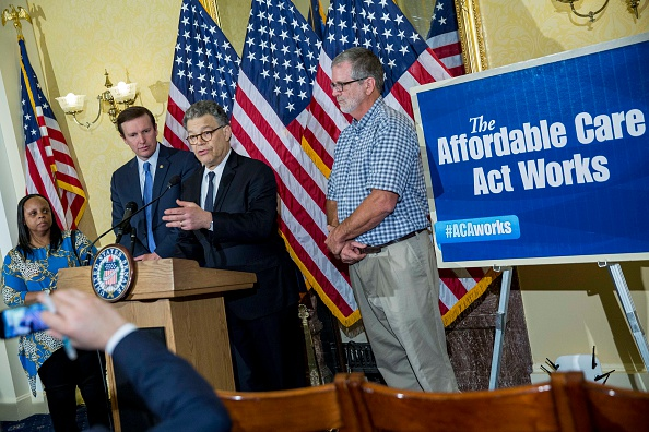 Drew Angerer「Senators Franken And Murphy Discuss The Affordable Health Care Act Case Being Heard At Supreme Court」:写真・画像(2)[壁紙.com]