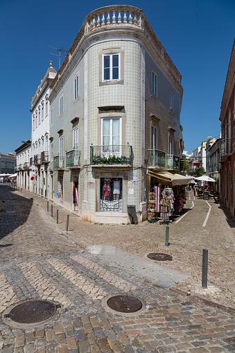 Corner「Street corner in Tavira, the Algarve」:スマホ壁紙(10)