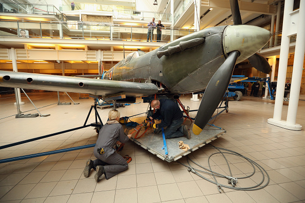 Ceiling「Battle Of Britain Spitfire Removed As Imperial War Museum Refurbishments Continue」:写真・画像(4)[壁紙.com]
