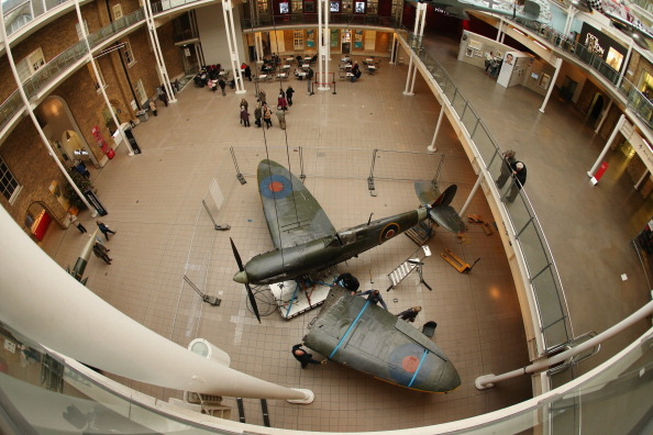 Ceiling「Battle Of Britain Spitfire Removed As Imperial War Museum Refurbishments Continue」:写真・画像(12)[壁紙.com]