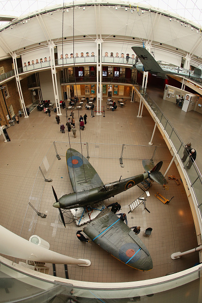 Ceiling「Battle Of Britain Spitfire Removed As Imperial War Museum Refurbishments Continue」:写真・画像(8)[壁紙.com]