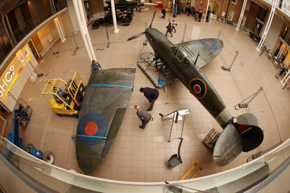 Ceiling「Battle Of Britain Spitfire Removed As Imperial War Museum Refurbishments Continue」:写真・画像(10)[壁紙.com]