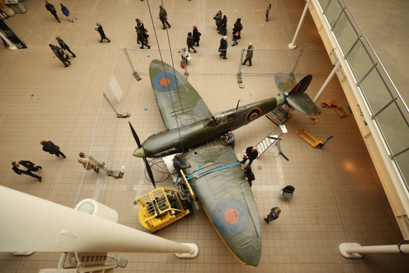 Ceiling「Battle Of Britain Spitfire Removed As Imperial War Museum Refurbishments Continue」:写真・画像(5)[壁紙.com]