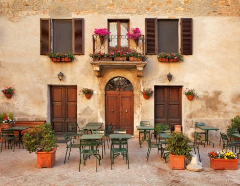 イタリア文化「イタリアのレストランのテーブル」:スマホ壁紙(9)