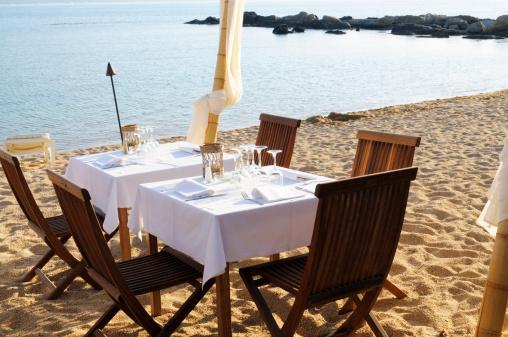 豪華 ビーチ「レストランでは、ビーチの夕暮れ」:スマホ壁紙(2)