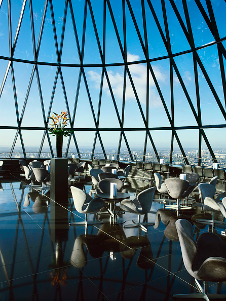 Vase「Restaurant at the top of 30 St Mary Axe, or the Gherkin, London, UK」:写真・画像(8)[壁紙.com]