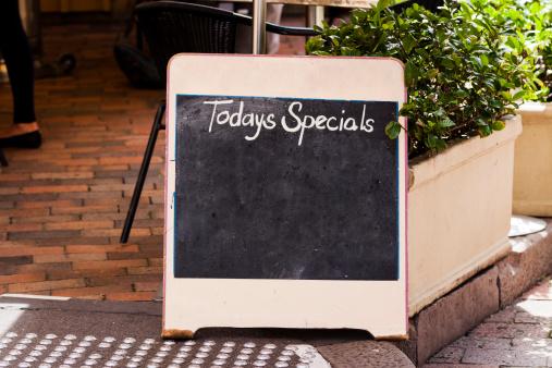 "Chalk - Art Equipment「Restaurant blackboard sign ""Todays Specials"" on footpath, copy space」:スマホ壁紙(6)"