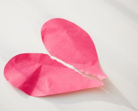 ハート「Paper heart ripped in half」:スマホ壁紙(12)
