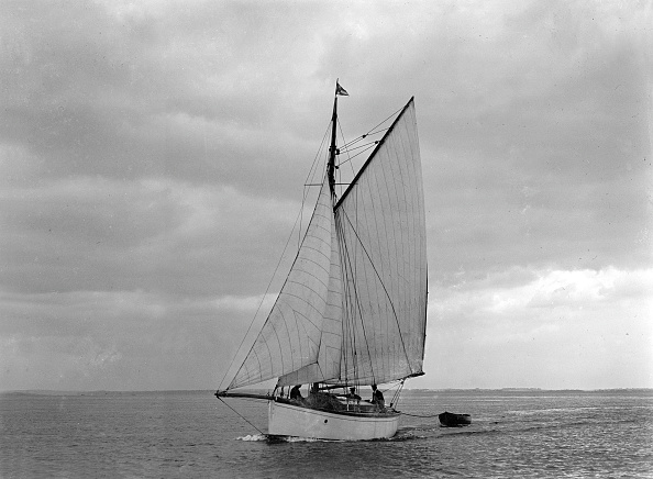Cutting「The Gaff Rig Sailboat Bunty Close-Hauled」:写真・画像(7)[壁紙.com]