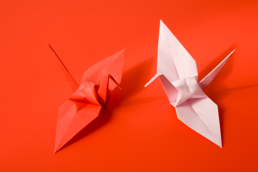 Paper Craft「Two Origami paper cranes on red background, close-up」:スマホ壁紙(2)