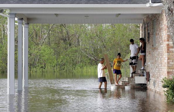 Generator「Louisiana Faces More Damage After Hurricane Rita」:写真・画像(14)[壁紙.com]