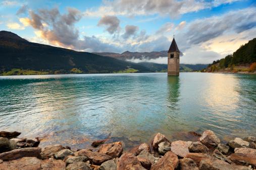 アディジェ川「湖 Reschen Reschensee」:スマホ壁紙(4)