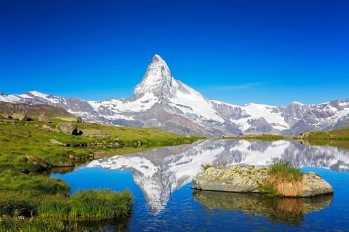 Matterhorn「Sunny day with view to Matterhorn」:スマホ壁紙(9)
