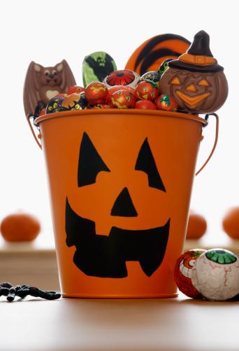 ハロウィン「Pail Full of Halloween Candy」:スマホ壁紙(13)
