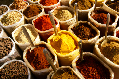 Spice「Spices in containers at market」:スマホ壁紙(14)