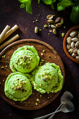 Pistachio Ice Cream「Pistachio ice cream on rustic table」:スマホ壁紙(6)