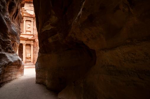 Greco-Roman Style「Petra's Treasury through the Siq」:スマホ壁紙(12)