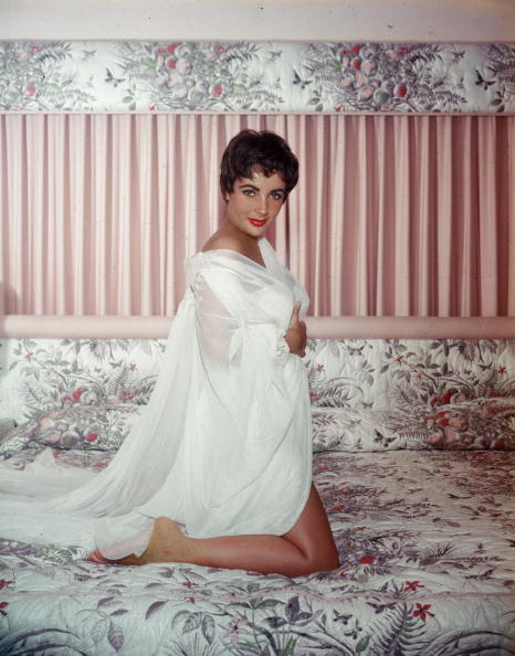Bedroom「Portrait Of Elizabeth Taylor」:写真・画像(18)[壁紙.com]