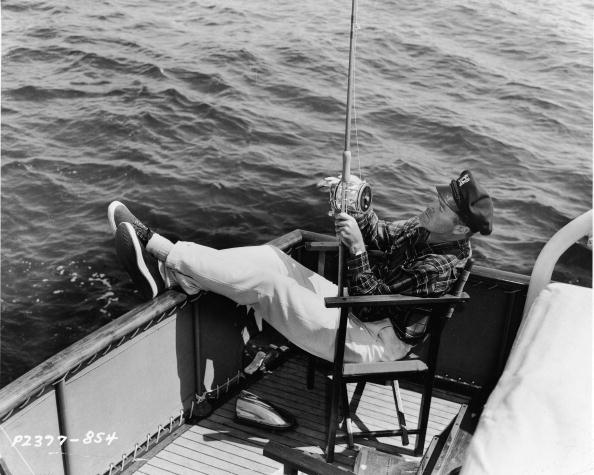 Celebrities「Bob Hope Fishing From Back Of Boat 」:写真・画像(13)[壁紙.com]
