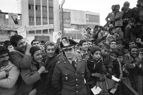 1979「Khomeini Supporter」:写真・画像(2)[壁紙.com]