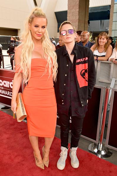 Fully Unbuttoned「2018 Billboard Music Awards - Red Carpet」:写真・画像(0)[壁紙.com]