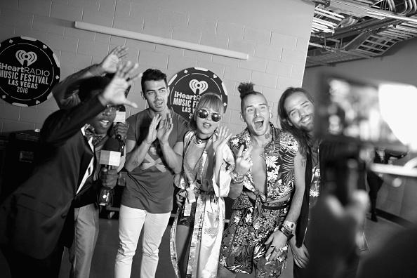 T 「2016 iHeartRadio Music Festival - Night 2 - Backstage」:写真・画像(4)[壁紙.com]