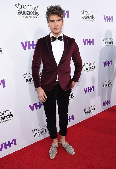 Loafer「The 5th Annual Streamy Awards - Red Carpet」:写真・画像(14)[壁紙.com]