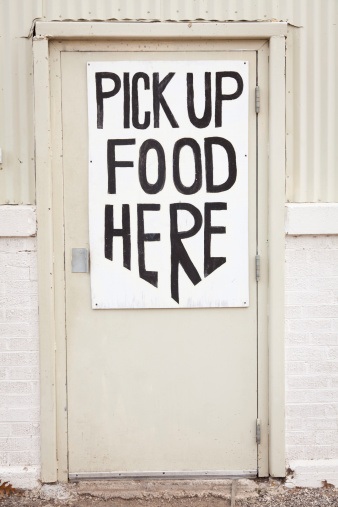 A Helping Hand「Door with Pick up Food Here sign」:スマホ壁紙(0)