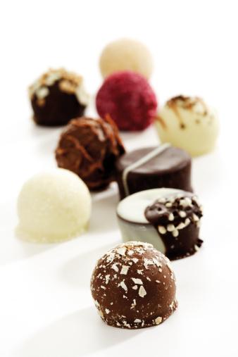 チョコレート「'Various pralines, close-up'」:スマホ壁紙(15)