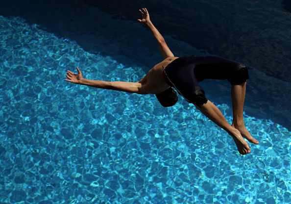 Diving Into Water「High Temperatures Expected For Summer Weekend」:写真・画像(13)[壁紙.com]
