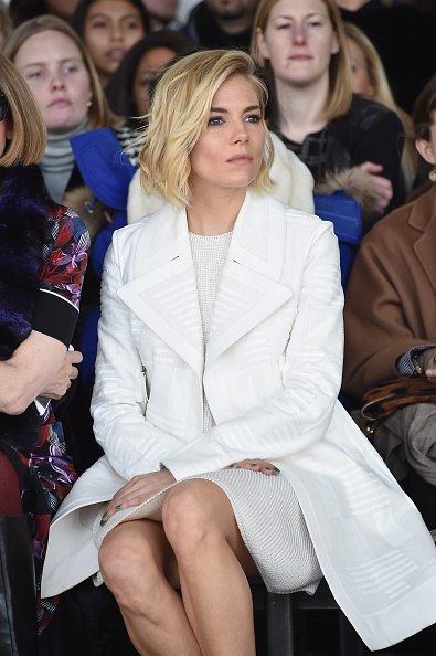 Sienna Miller「Calvin Klein Collection - Front Row - Mercedes-Benz Fashion Week Fall 2015」:写真・画像(7)[壁紙.com]