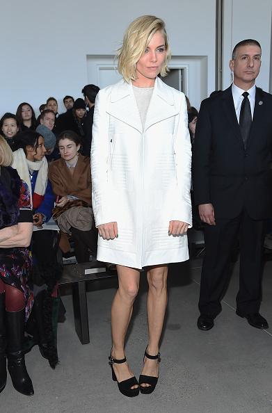 Sienna Miller「Calvin Klein Collection - Front Row - Mercedes-Benz Fashion Week Fall 2015」:写真・画像(14)[壁紙.com]