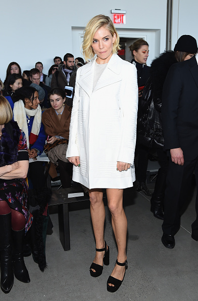 Sienna Miller「Calvin Klein Collection - Front Row - Mercedes-Benz Fashion Week Fall 2015」:写真・画像(11)[壁紙.com]
