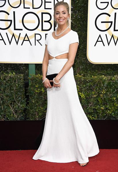Sienna Miller「74th Annual Golden Globe Awards - Arrivals」:写真・画像(3)[壁紙.com]