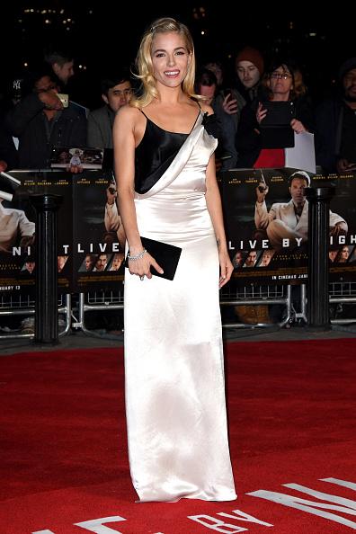 """Sienna Miller「""""Live By Night"""" - Film Premiere - Red Carpet Arrivals」:写真・画像(9)[壁紙.com]"""