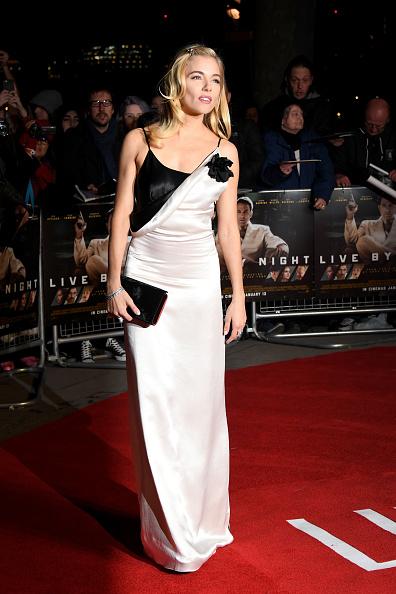 """Sienna Miller「""""Live By Night"""" - Film Premiere - Red Carpet Arrivals」:写真・画像(3)[壁紙.com]"""