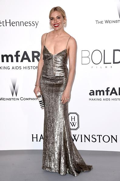 Sienna Miller「amfAR's 22nd Cinema Against AIDS Gala, Presented By Bold Films And Harry Winston - Arrivals」:写真・画像(3)[壁紙.com]