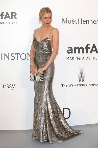 Sienna Miller「amfAR's 22nd Cinema Against AIDS Gala, Presented By Bold Films And Harry Winston - Arrivals」:写真・画像(3)[壁紙.com]