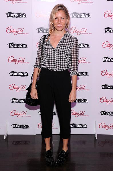 Sienna Miller「Labyrinth Theater Company's Celebrity Charades Gala 2016」:写真・画像(10)[壁紙.com]