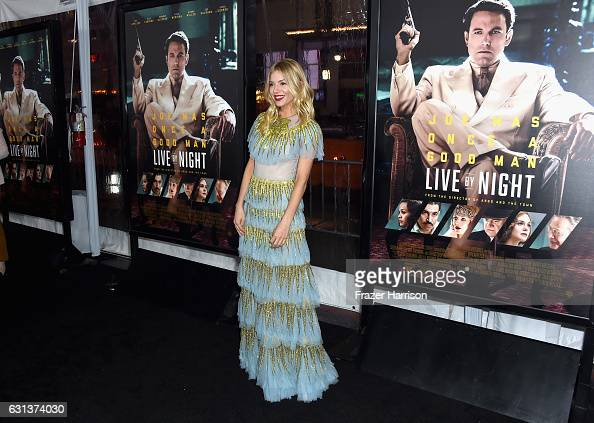 到着「Premiere Of Warner Bros. Pictures' 'Live By Night' - Arrivals」:写真・画像(3)[壁紙.com]