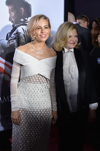 "Jo Miller- South African Actress「""American Sniper"" New York Premiere - Inside Arrivals」:写真・画像(8)[壁紙.com]"