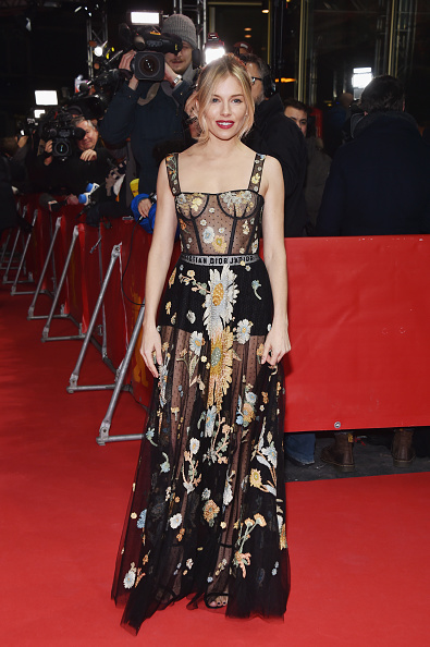 Sienna Miller「'The Lost City of Z' Premiere - 67th Berlinale International Film Festival」:写真・画像(12)[壁紙.com]
