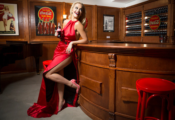 Bottle「Rita Ora Kicks Off Celebrations For 100th Anniversary Of The Iconic Coca-Cola Bottle At The Opening Of The Contour Centenary Bar」:写真・画像(6)[壁紙.com]