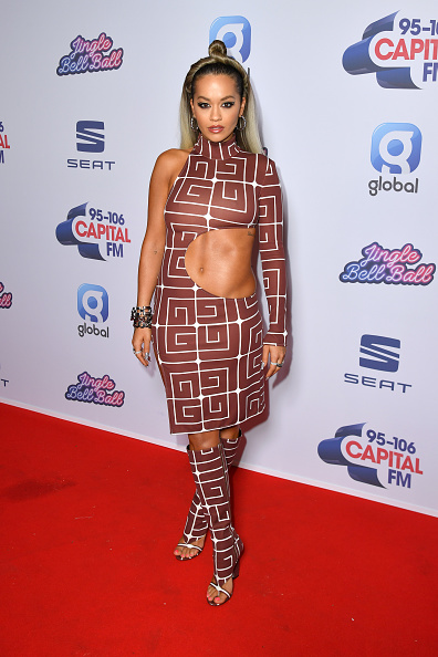 Cut Out Dress「Capital's Jingle Bell Ball 2019 Day One - Arrivals」:写真・画像(5)[壁紙.com]
