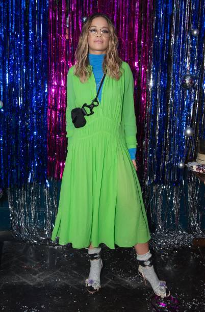 Sandal「Burberry x Cara Delevingne Christmas Party, London」:写真・画像(8)[壁紙.com]