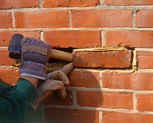 Brick Wall「Replacing a brick in a wall」:写真・画像(17)[壁紙.com]