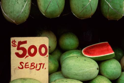 スイカ「Watermelons for sale in Borneo market」:スマホ壁紙(17)