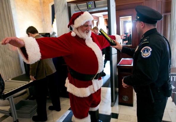 Win McNamee「Santa Claus Urges Republicans To Pass Fiscal Cliff Legislation」:写真・画像(10)[壁紙.com]