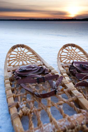Hiking「Snow shoes lie on a frozen landscape.」:スマホ壁紙(5)